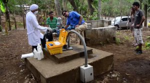 Engineers without Border testing groundwater in Laguna de Apoyo, Nicaragua (Techcentury)